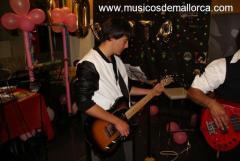 Guitarrista busca banda
