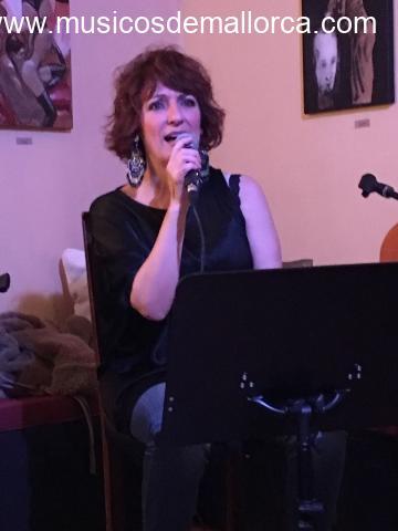Cantant femenina amb repertori