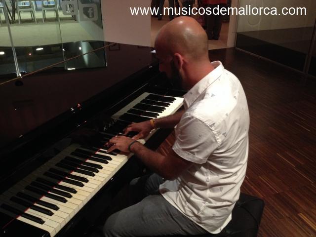 ¿Necesitas un pianista?