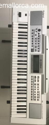 Se vende piano electrónico creativo Roland E-09W