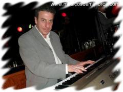 Se ofrece pianista o teclista